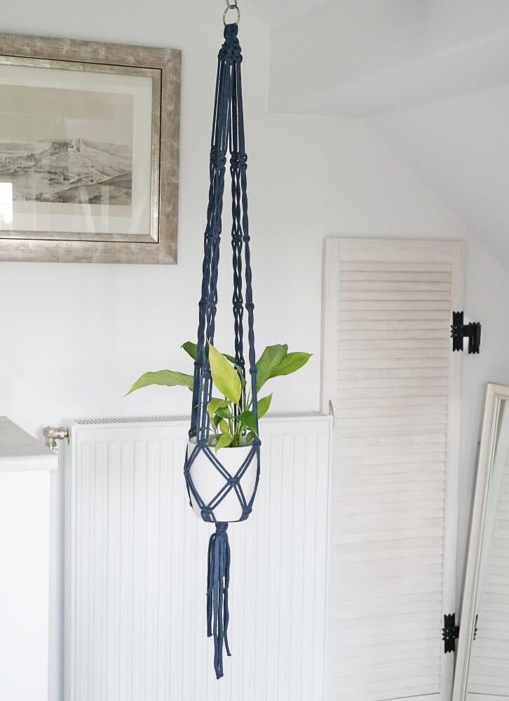 kwietnik z makramy o długości 128 cm